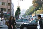 桜田通りに出て、横断歩道を反対側(和菓子の「大阪や」さん)に向かって渡ります。